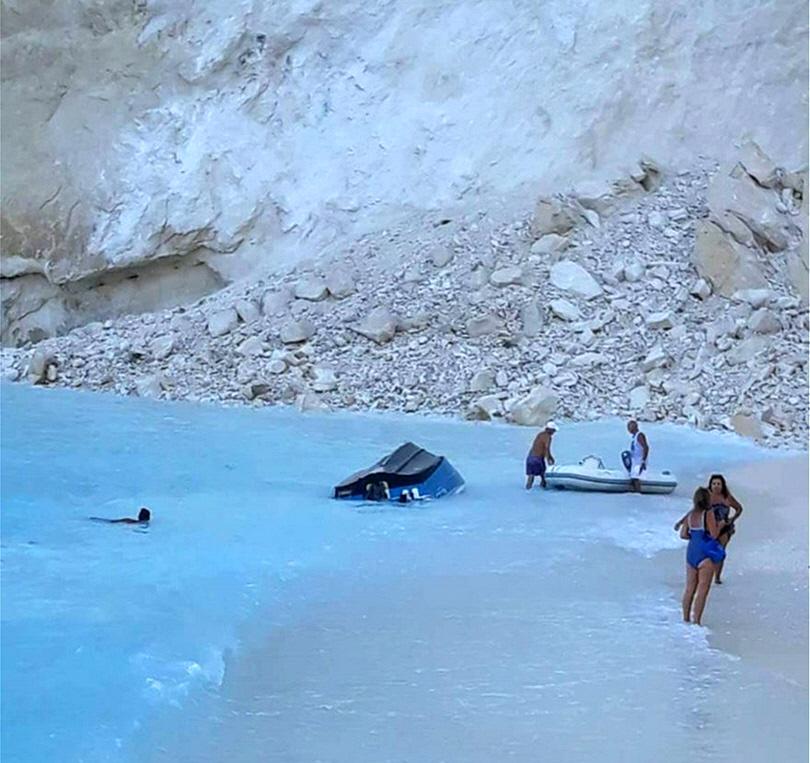 Κατάρρευση Βράχου στην Παραλία Ναυάγιο στη Ζάκυνθο - 3