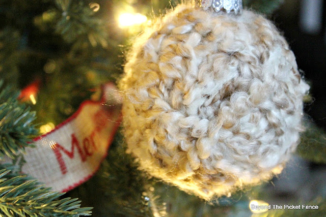 christmas, ornament, DIY, yarn ball. rustic decor, cabin decor, http://bec4-beyondthepicketfence.blogspot.com/2015/11/12-days-of-christmas-day-6-warm-cozy.html