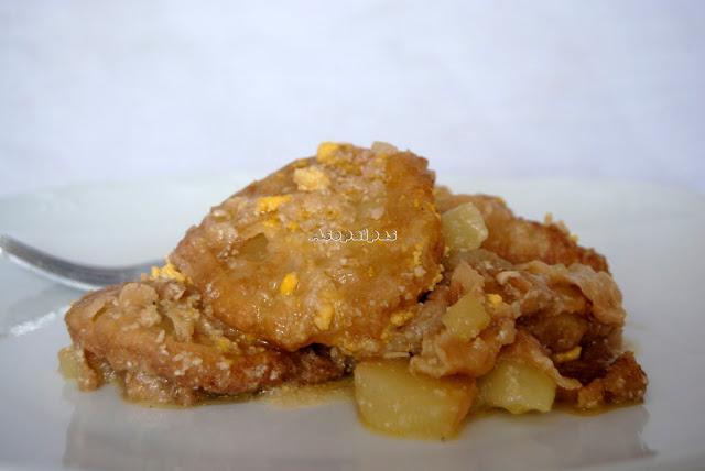 Patatas con piñones y huevo duro