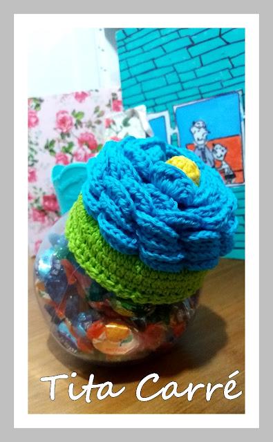 Tampa com tampa flor em crochet
