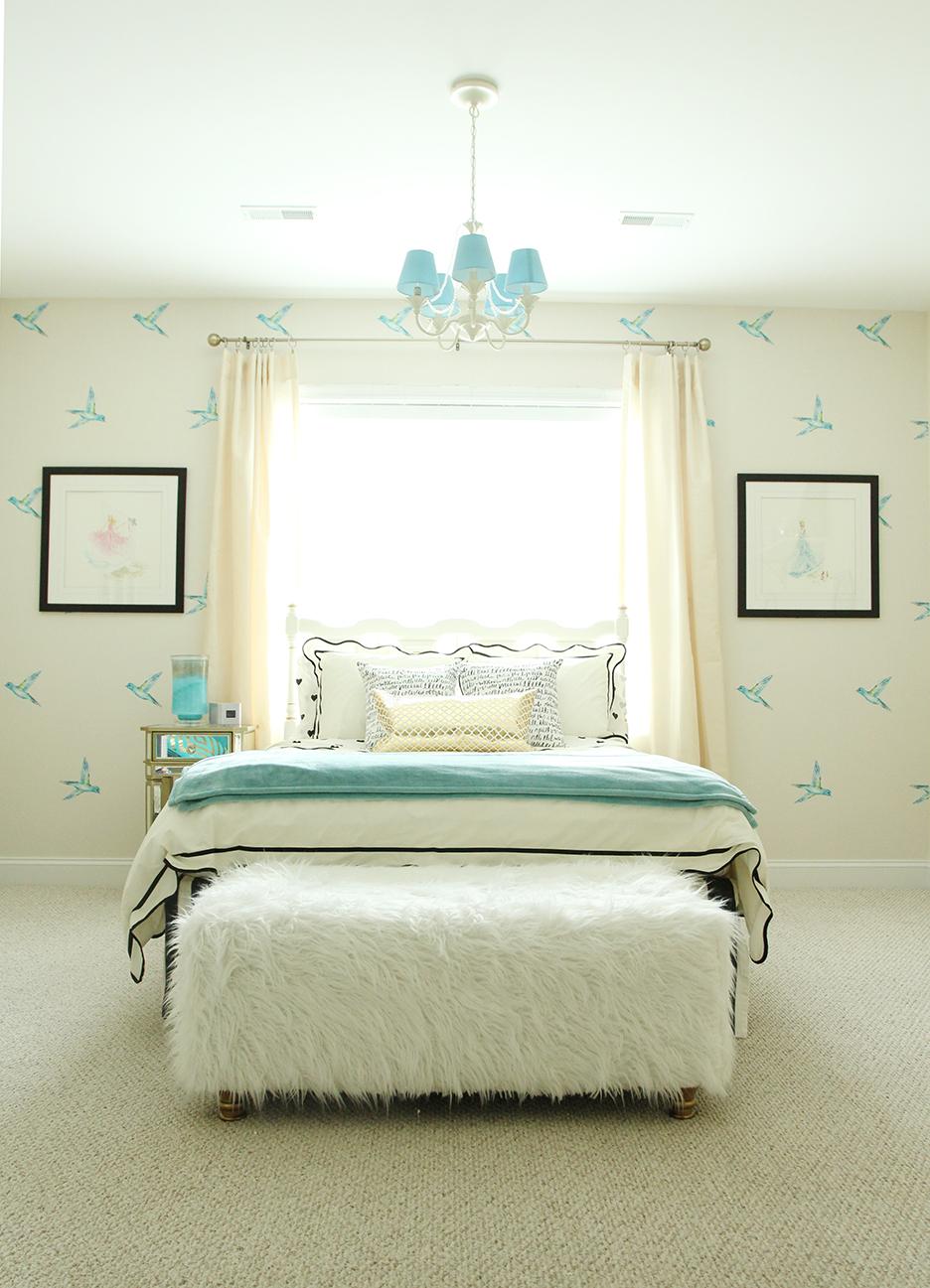 Kate Spade Meets Cinderella a Teen Girls Disney Room – Kate Spade Bedroom