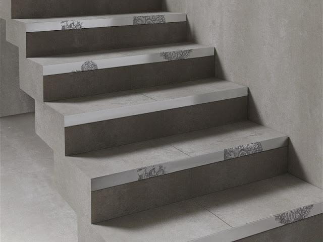 Escalera en porcelánico con decoración peldaño en aluminio.
