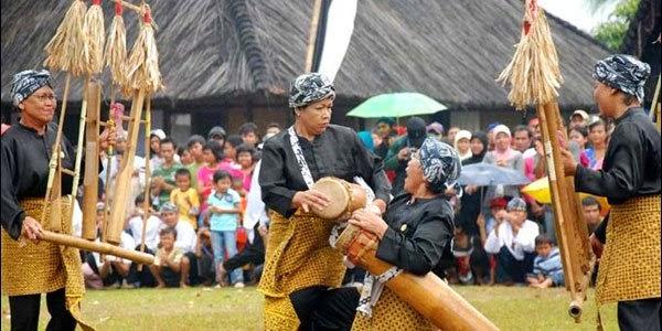 Kata seni dan budaya ialah dua hal yang saling berkaitan dan tidak bisa terpisahkan Pengertian Seni Budaya Indonesia