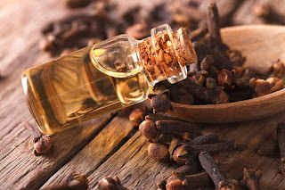 Laung ke tel ke gharelu nuskhe aur fayde. Benefits & Home remedies of clove oil in Hindi/Urdu.
