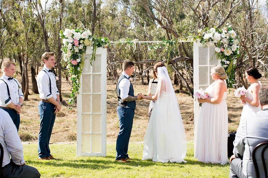 LOVE: JESS + LIAM |  PIONEER VILLAGE WEDDING CENTRAL QUEENSLAND