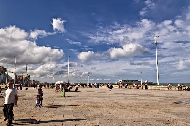 Nubes sobbre la rambla de Mar del Plata