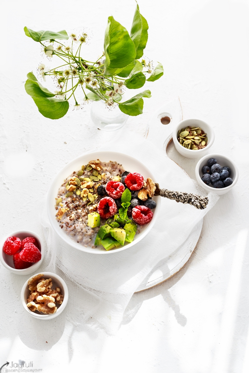 Cinnamon Buckwheat Porridge with Avocado and Berries