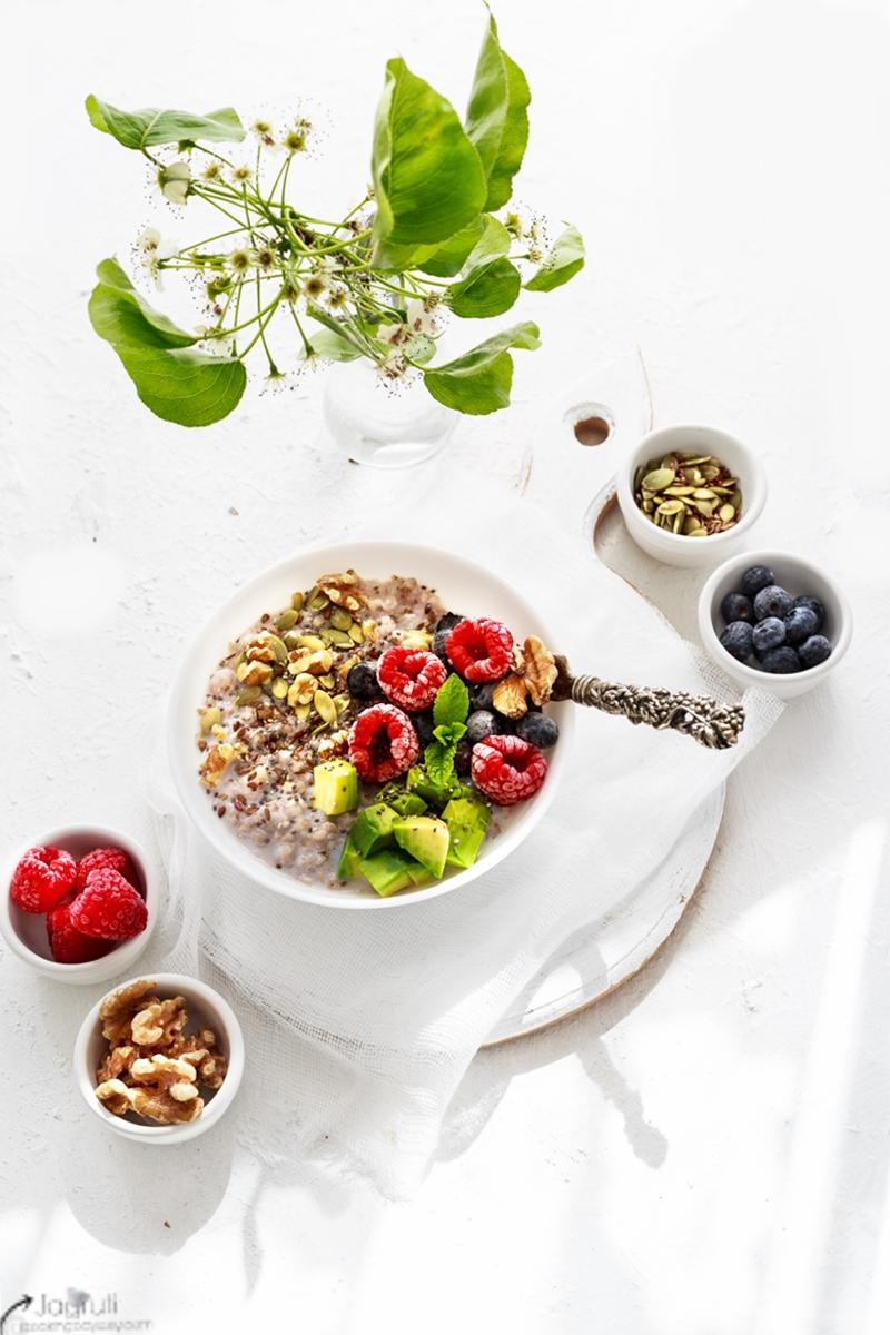 Cinnamon Buckwheat Porridge with Avocado and Berries