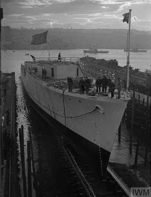 HMCS Athabaskan being launched, 18 November 1941 worldwartwo.filminspector.com