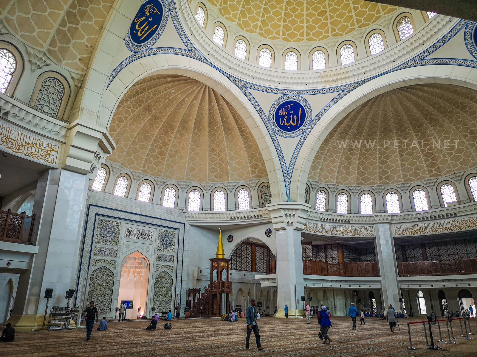 Masjid Wilayah Persekutuan Kuala Lumpur - pandangan sudut