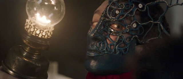 Nahuel Perez Biscayart dans Au Revoir là-haut masque