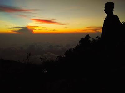 foto sunrise di gunung lawu