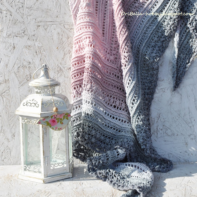 655. Chusta szydełkowa – szary i róż i srebro.