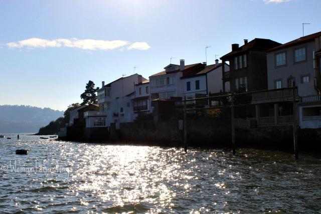 foto del mar sobre casas