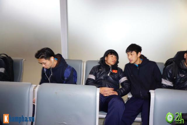 Trực tiếp U23 Việt Nam về nước ngày 28/1: Ảnh mới nhất trên chuyên cơ bay về Nội Bài 13