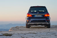 2012 all new Mercedes GL350 luxury suv offroad source press picture
