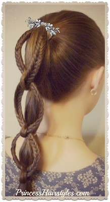 Adorable fishtail chain braid ponytail hair tutorial.