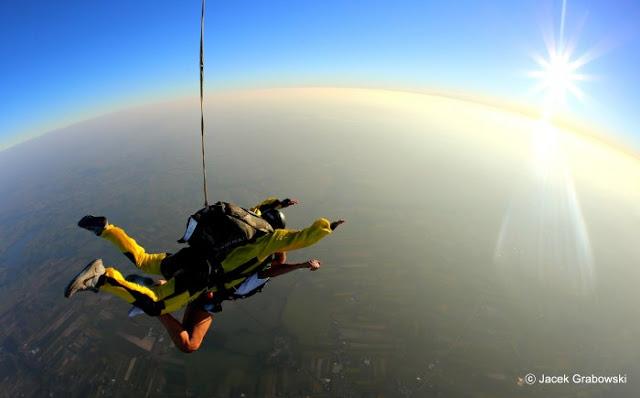 Skoki spadochronowe - sport ekstremalny dla każdego