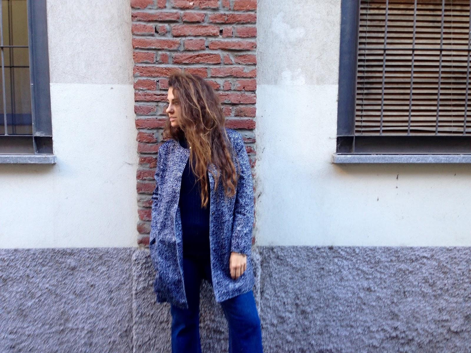 d70aa677db Pantaloni a zampa, cappotto blu e la prima sessione esami   Fashion ...