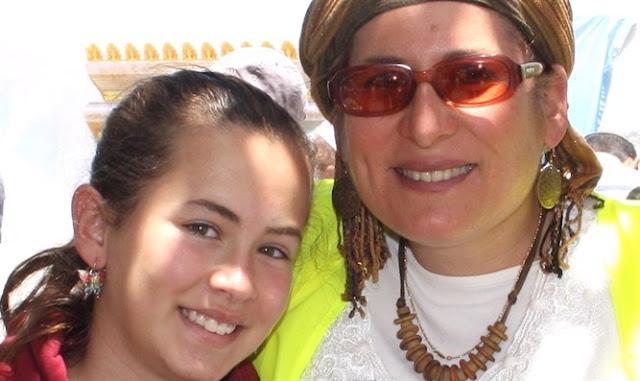 Hallel, en la foto con su madre, siempre había querido ser bailarina Cortesía de la familia