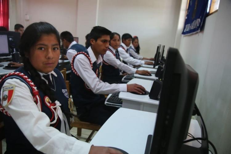 Internet de alta velocidad para casi 500,000 peruanos de tres regiones