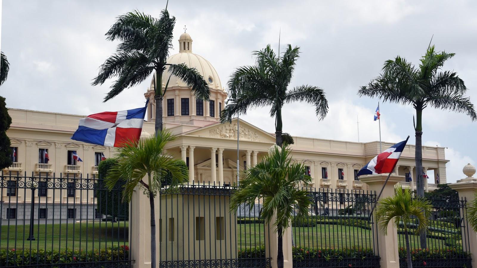 Danilo Medina crea ProDominicana para impulsar la exportación y las inversiones