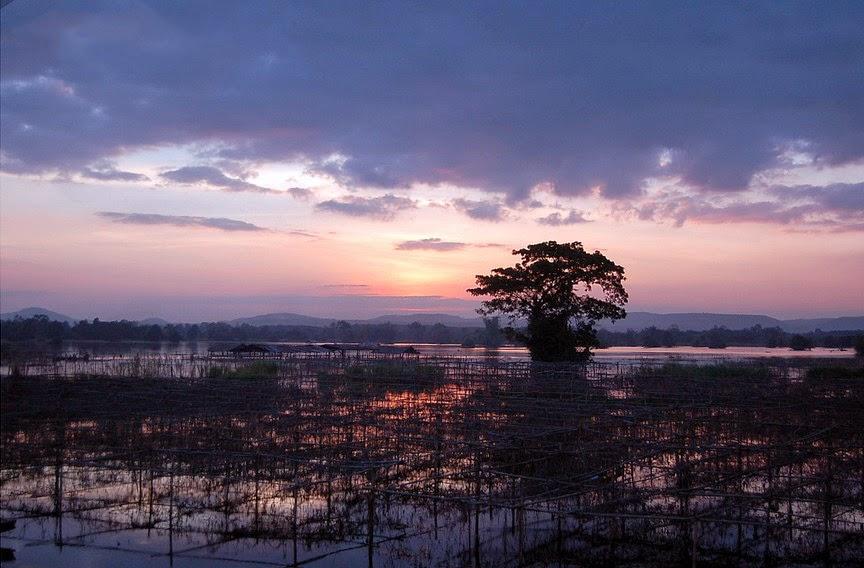 Sonnenuntergang in Thailand bei Regenzeit