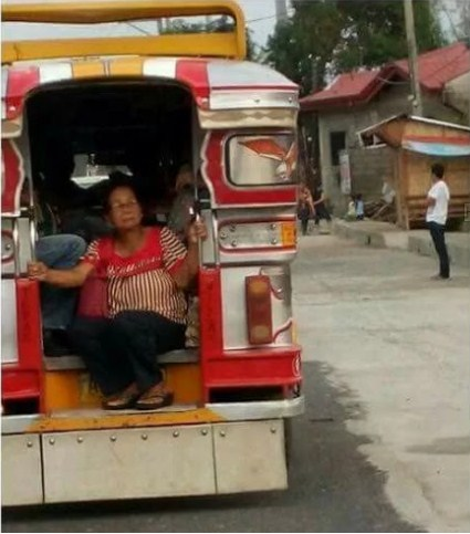 Heartbreaking: Poor Grandma Forced to Sit at the Edge of a Jeepney!