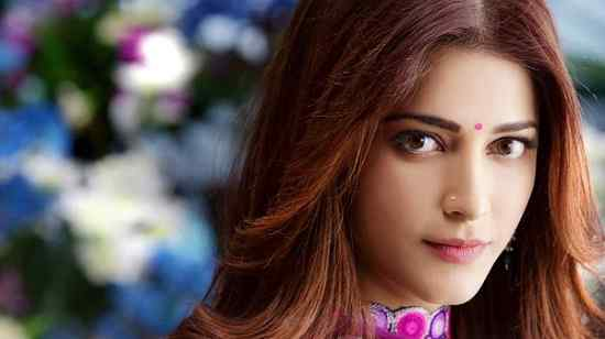 Artis Bollywood India Paling Cantik Shruti Haasan