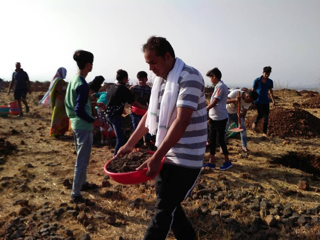 Green-Living-Enthusiasts-Superintendent-of-Police-has-now-decided-to-beat-the-hills-of-Hathipawa-साथी हाथ बढाना......प्रार्थना से पहले प्रकृति के लिए बढे हाथ...