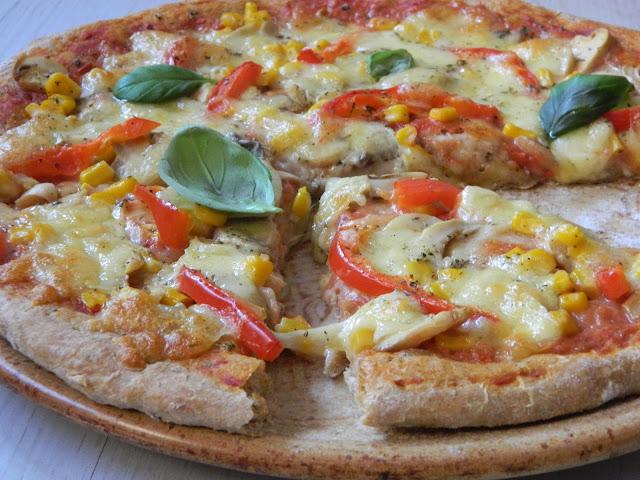Pizza cu blat din faina integrala si legume