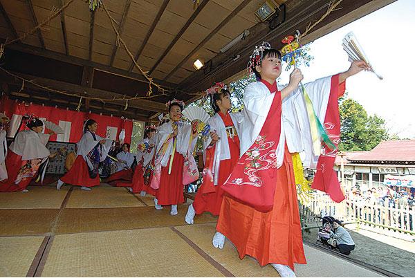 Kamakazuno Kagura (Spring Lion Dance) at Kamakazu Ise Shrine, Asahi City, Chiba