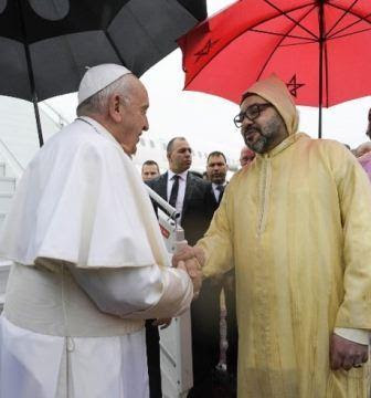 Moroccans greet King Mohammed VI and Pope of the Vatican