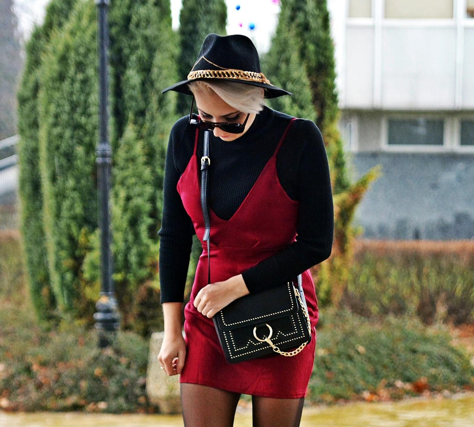 bordowa_sukienka_czarny_golf_torebka_ring_karyn_2