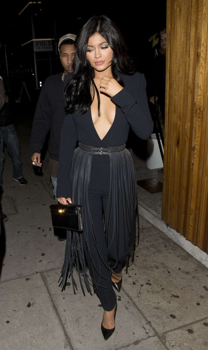 Kylie Jenner Flaunts Ample Cleavage On Dinner Date In