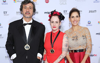 José Alvarenga, Fernanda Young e Helena Fernandes no 41º Emmy Internacional, que aconteceu nesta segunda em NY, nos EUA. — Foto: Neilson Barnard/Getty Images/AFP