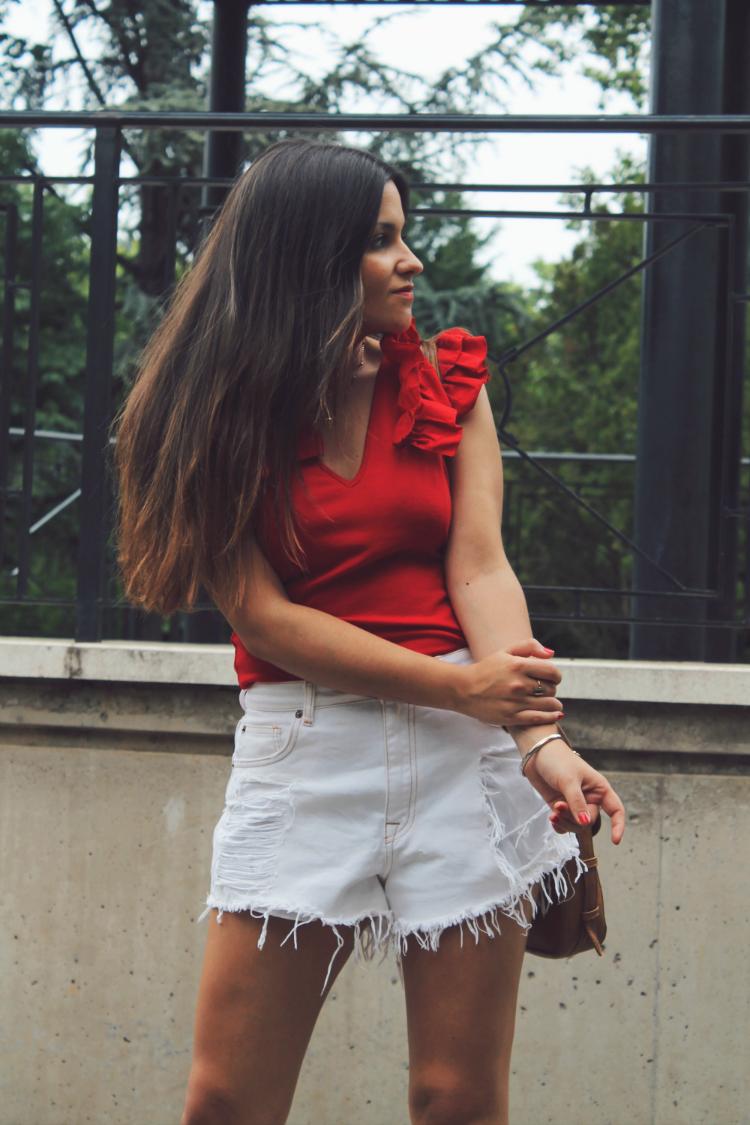 outfit con top de volantes shorts blancos blog de moda