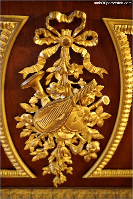 Adorno del Piano de la Salita de Estar de la Mansión The Elms en Newport