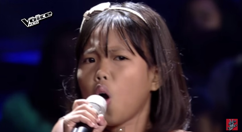 """VIDEO: Cute kid belts out """"Natatawa Ako"""" on 'The Voice' Blinds"""