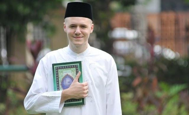 Subhanallah, Dokter Ganteng Asal Amerika ini Masuk Islam Karena Satu Ayat Al-Quran