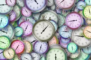 """MediaWeb4U-How To Tell The Time?-Time atau Waktu adalah salah satu hal yang sangat sering kita tanyakan dan kita katakan setiap hari, misalnya kita lupa tidak bawa HP, kita akhirnya bertanya """"jam berapa sekarang? what time is it?  jam berapa kita mulai? what time we will begin?  Hampir lupa untuk menyapa para pembaca, hehe.....Baiklah, Good evening reader MediaWeb4U wherever you are, may in good condition, amin.....Well, on this occision i would like to tell about """"Telling the time"""", because time is very important in our life, isn't it? Dalam bahasa inggris dalam menyampaikan waktu terbagi menjadi 2, yaitu american style dan british style, berbeda dengan dikita (Indonesia) Pukul setengah tiga atau pukul tiga kurang 30 menit (2:30), dst....        Ini penjelasan waktunya dalam amerika style dan british style;    American Style   Dalam menyampaikan waktu american style ini sangat simple atau mudah dibanding dengan british style, karena dalam britist style ada a quarter (15 menit), a half (30 menit) pass (lewat) to (menuju) dan o'clock (tepat ), Baiklah kita kembali ke American Style, dalam american style kita tinggal menyebutkan jam dan menitnya, simple kan?    Contohnya dibawah ini:    Pukul 09:20 (Nine Twenty)   Pukul 03:15 (Three Fifteen)   Pukul 07:17 (Seven Seventeen   Pukul 12:37 Twelve thirty Seven, dst....     British Style  Dalam menjelaskan/ menyampaikan waktu dalam british style sangat sulit atau ribet, seperti yang sudah saya jelaskan diatas, british style ada a quarter, to, pass, dkk...hehe    Aturannya membaca waktu dalam british style ini adalah ;    Untuk """"a half"""" hanya digunakan bersamaan dgn """"pass"""".   Menit 31 sampai 59 gunakan to + angka jam berikutnya   Dibaca menitnya dulu baru jam   Menit 1 sampai 30 gunakan pass     Contohnya sebagai berikut, sob;    4:15 - a quarter pass four """"empat lewat seperempat""""   6:45 - a quarter to seven """"tujuh kurang seperempat. artinya 15 menit lg menuju jam 7""""   2:05 - five (minutes) pass 2   8:57 - Three (minutes) to"""