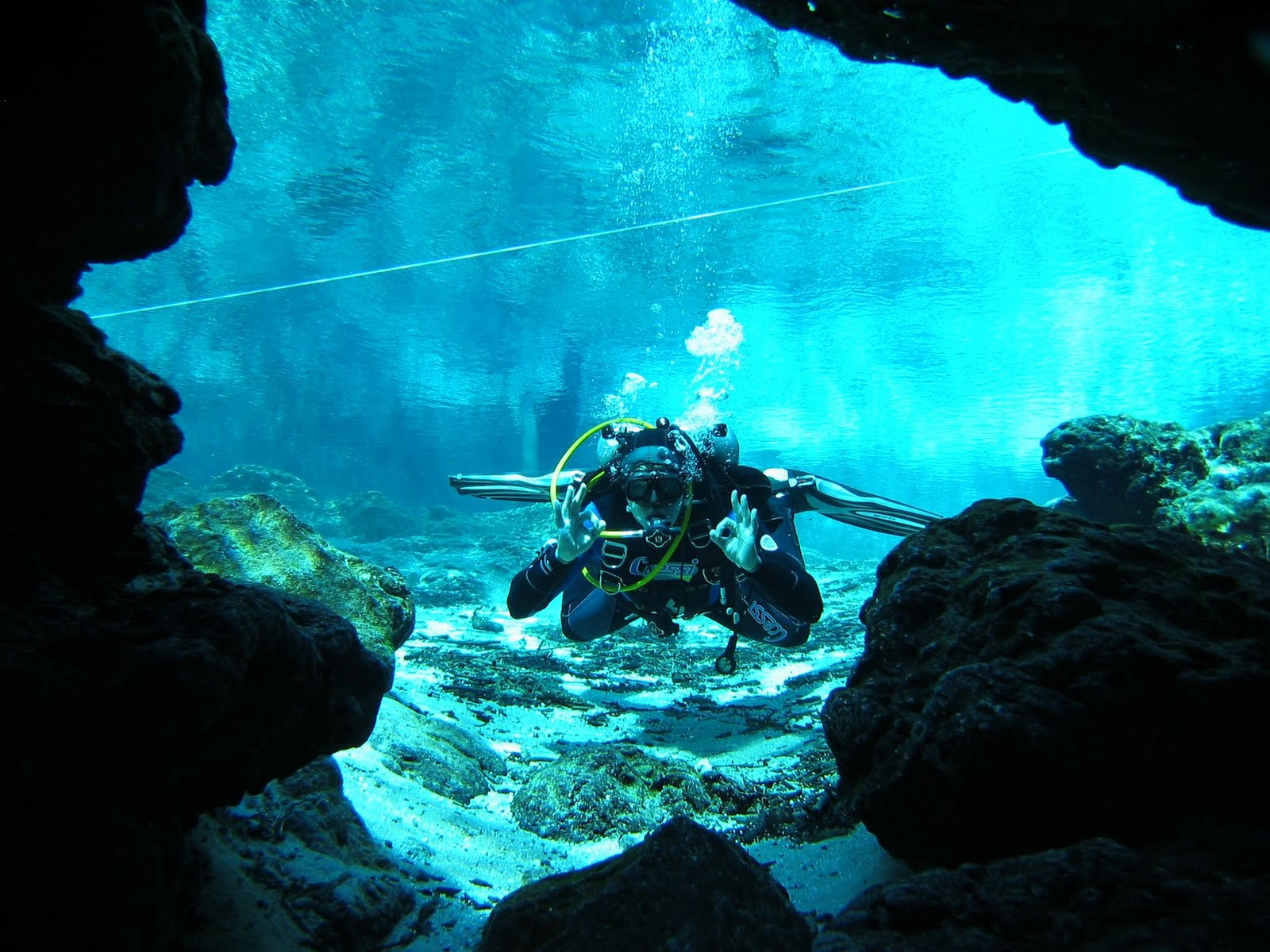 SCUBA SCOOP/latest Dive Stories: October 2011