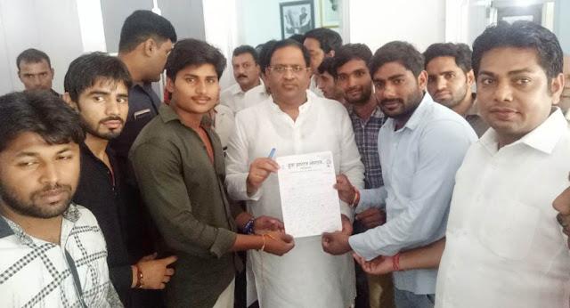 Yuva Anhawa Sangha handed over memorandum to Industries Minister Vipul Goyal