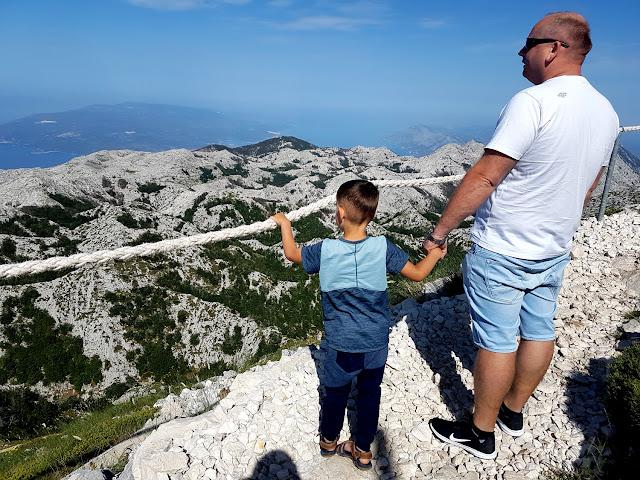 Wjazd samochodem na Sveti Jure - Góra Świętego Jerzego - Vosac - widok na Makarską - Chorwacja 2018 - Athlitech - GO Sport - Żyjmy Sportem