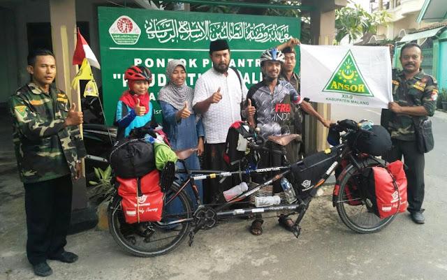 Pasutri Nahdliyin ini Bersepeda Keiling Dunia untuk Kampanyekan Islam yang Damai
