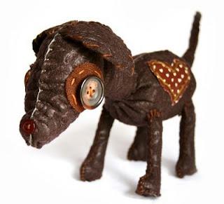 Perrito de trapo hecho con tela reciclada