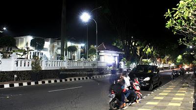 Foto Kantor Bupati Kuningan di malam hari