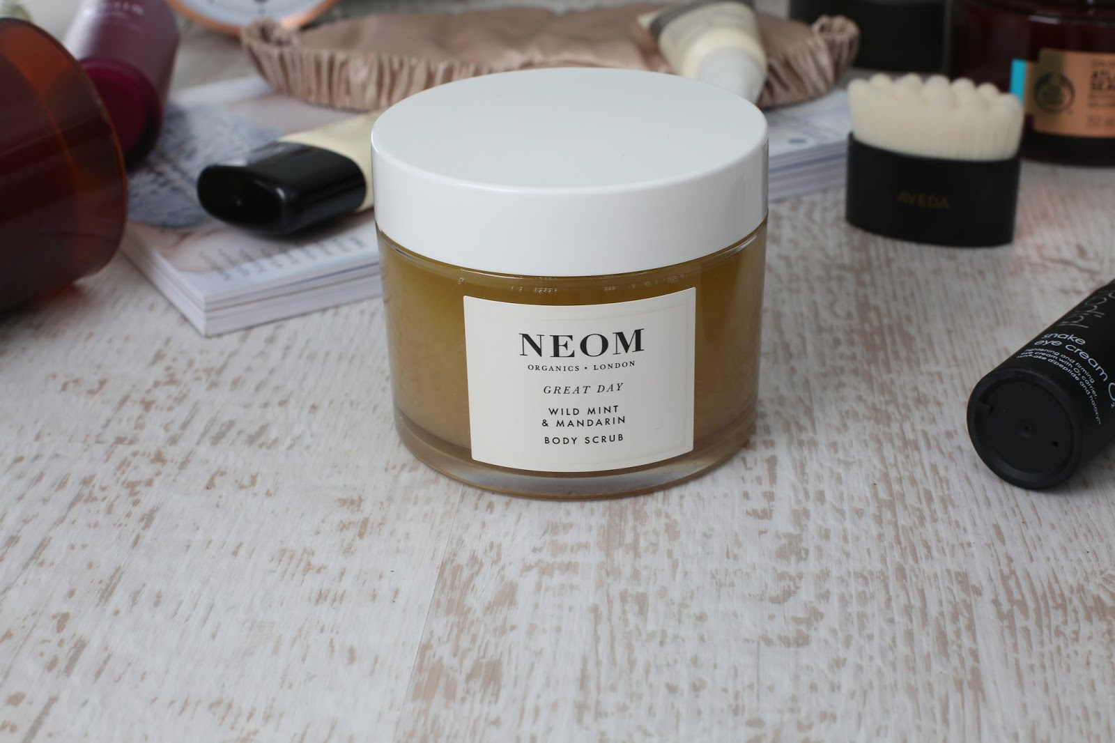 Neom great day wild mint and mandarin body scrub