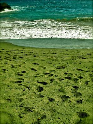 Playa Papakolea de arenas verdes - Hawái