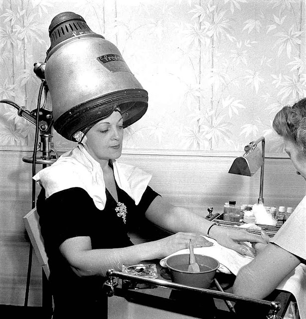 A 1942 hair dryer, large photograph